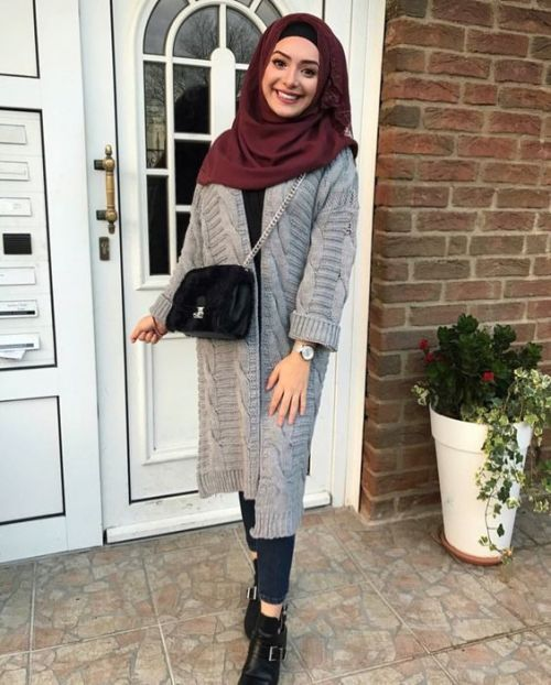 69d9ca47460 Grey knitted cardigan with maroon scarf-Fashionista winter hijab fashion – Just  Trendy Girls
