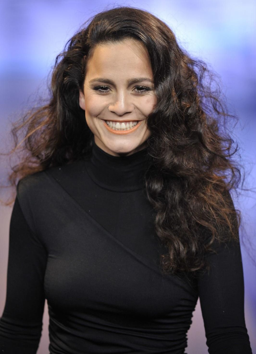 Alice Braga photos