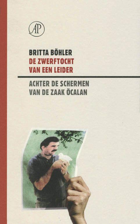 In november 1998 wordt Abdullah Öcalan, de leider van de Koerdische PKK, na zijn vlucht uit Damascus op het vliegveld van Rome opgepakt. Pogingen om in Italië politiek asiel te krijgen mislukken. Dan begint de tocht van een opgejaagde. een avontuurlijke Odyssee, die voert langs Moskou, Minsk en Rotterdam. Uiteindelijk krijgt de Turkse geheime dienst Öcalan in Kenia te pakken. Beelden uit het vliegtuig waarin hij naar Turkije wordt ontvoerd, tonen ons een man die als zijn blinddoek verwijderd…