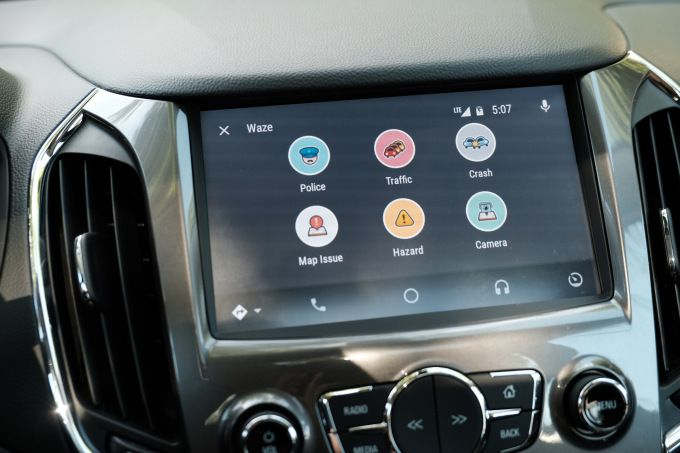 Waze finally arrives on Android Auto Android auto