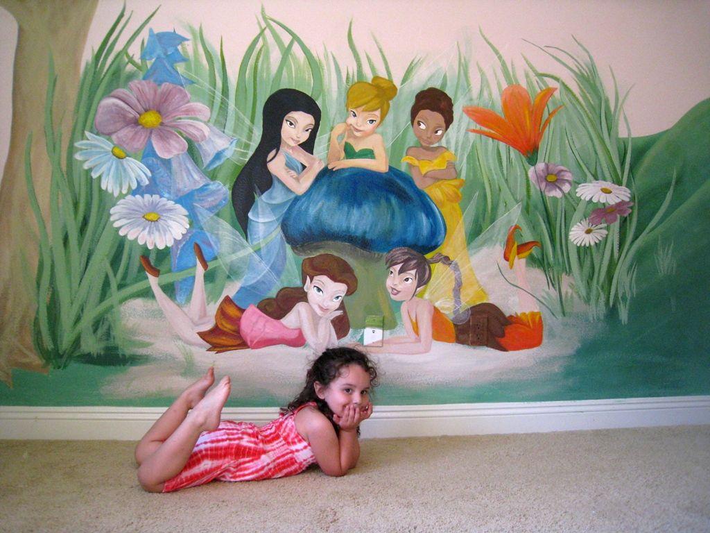 Tinker bell mural in girl room ideas for Ideas para pintar una recamara