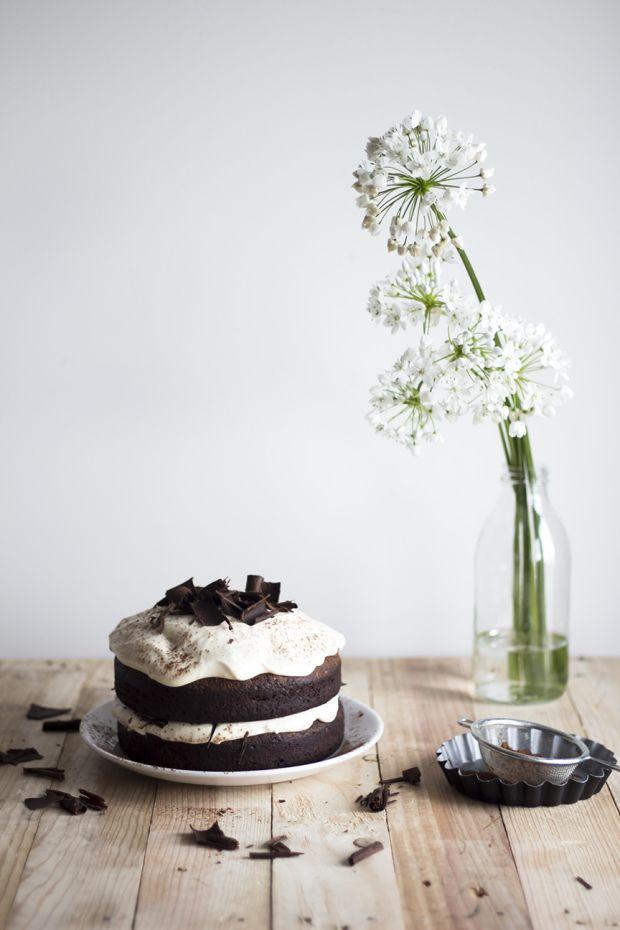 Dark chocolate Cake with Caramel Mascarpone Cream | Migalha Doce