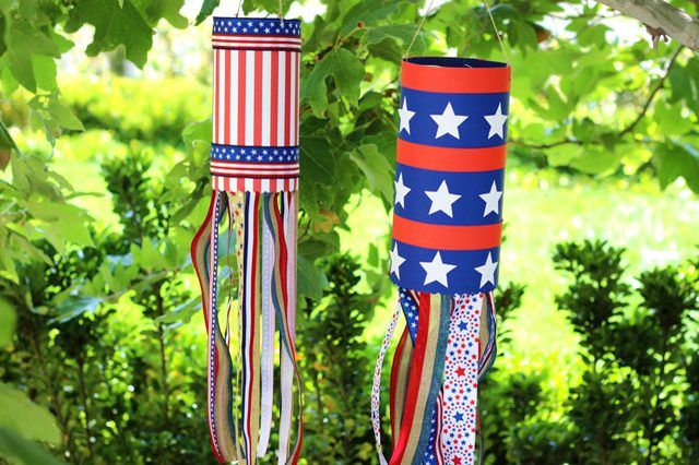 How to Make a Patriotic Wind Sock #labordaycraftsforkids