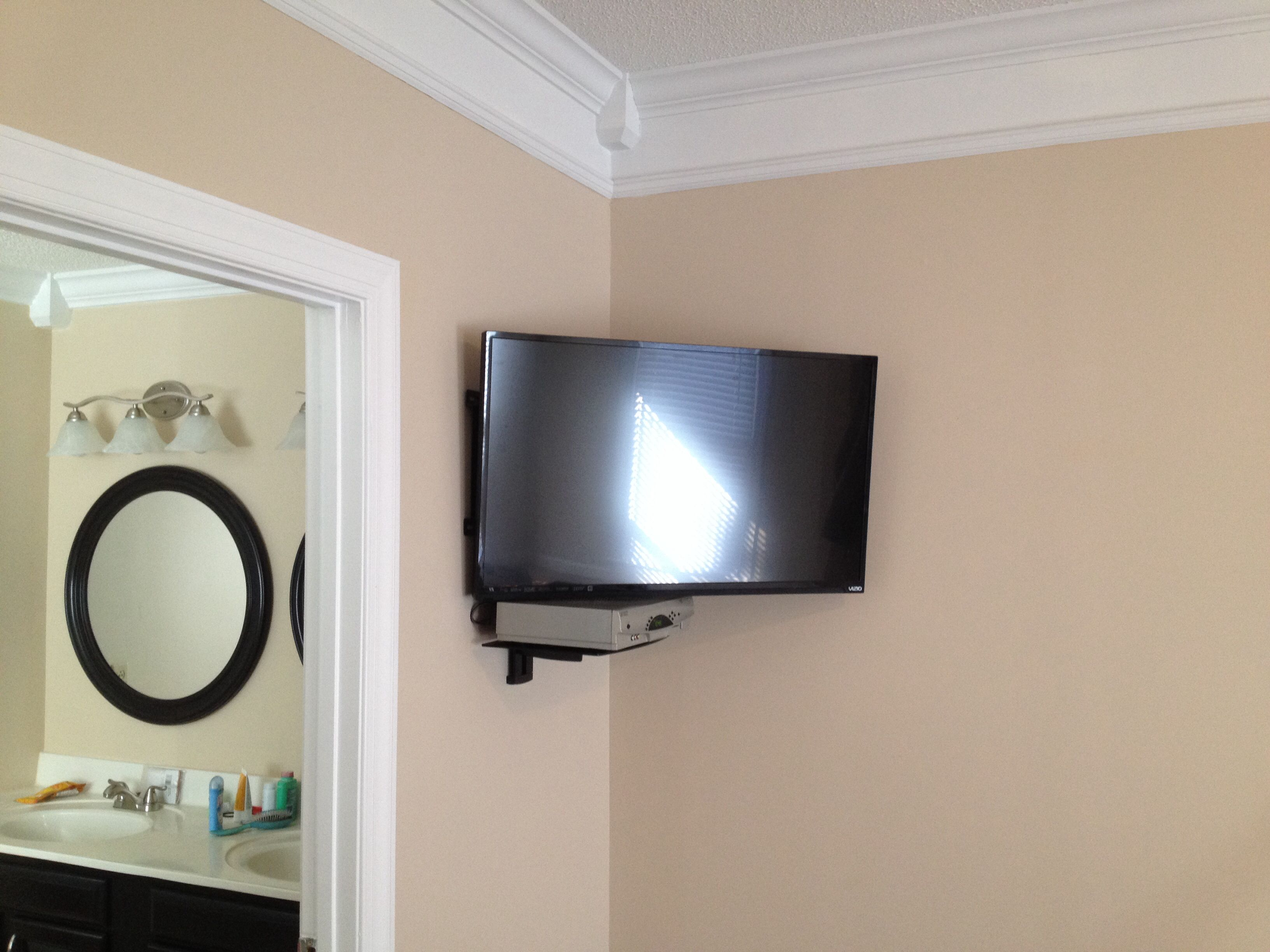 "37"" full motion corner wall mount with floating shelf for cable box"