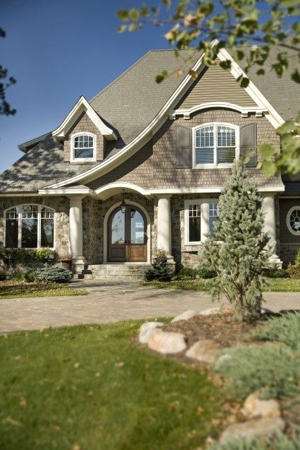 Love The Entrance And Curved Roof Line Home 2 Me Cottage House Exterior Traditional Exterior Craftsman House
