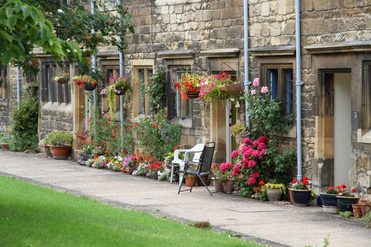 Pretty cottages on Station Road, Stamford Luxury cottage