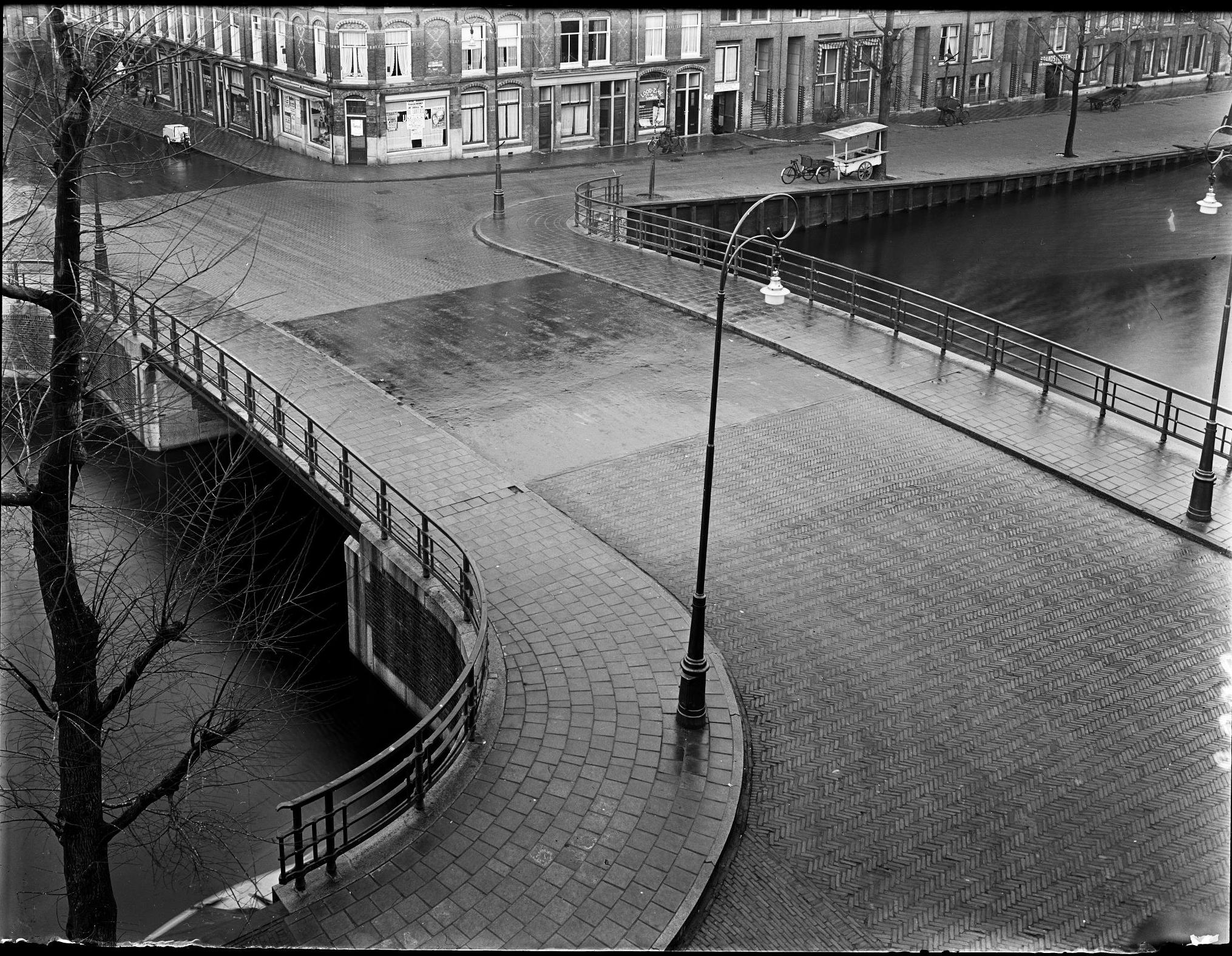 Jacob van Lennepkade ter hoogte van de Nicolaas Beetsstraat, 1934. Collectie Paul Guermonprez