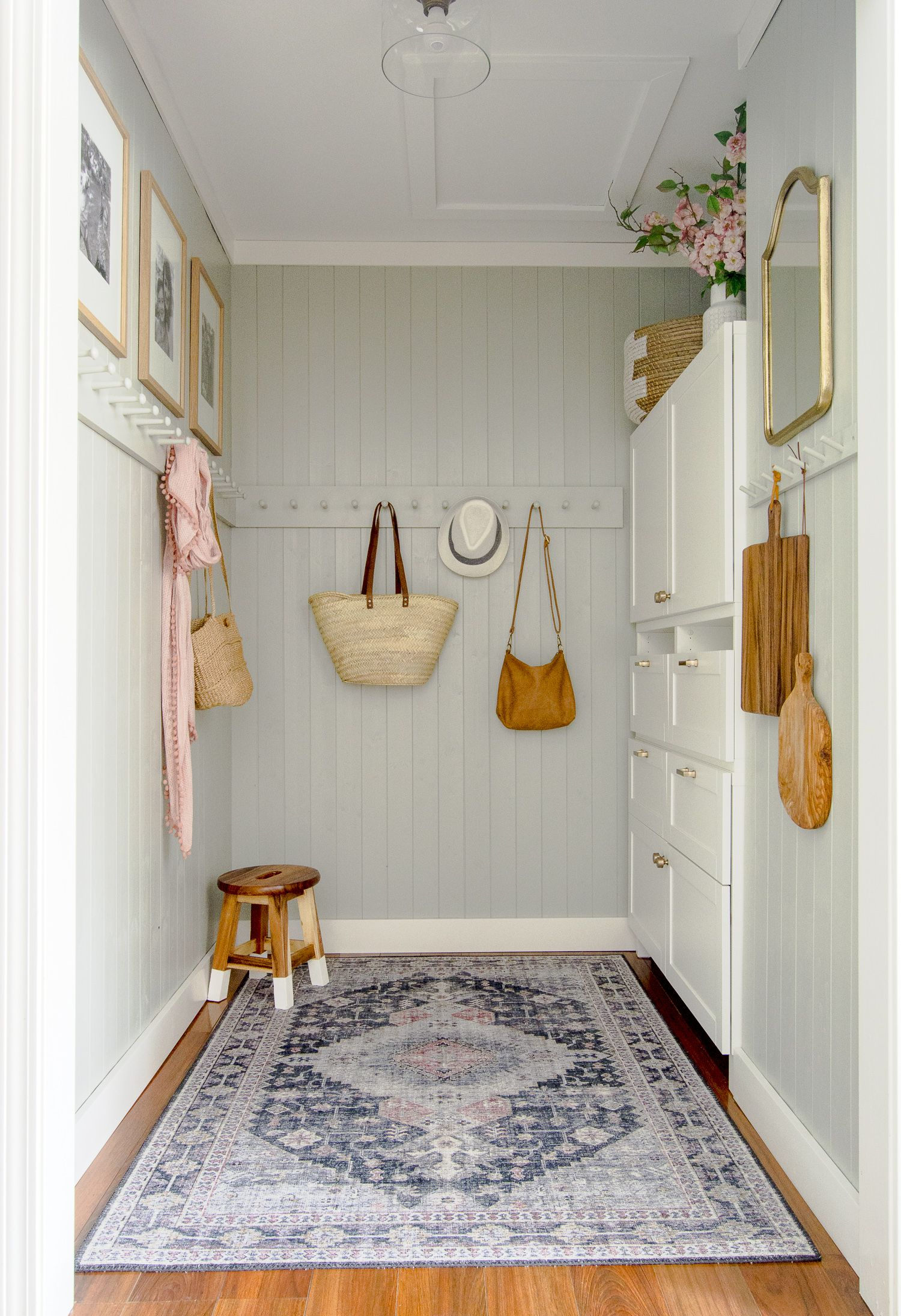 Small Mudroom Ideas A Diy Mudroom Makeover In 2020 Small