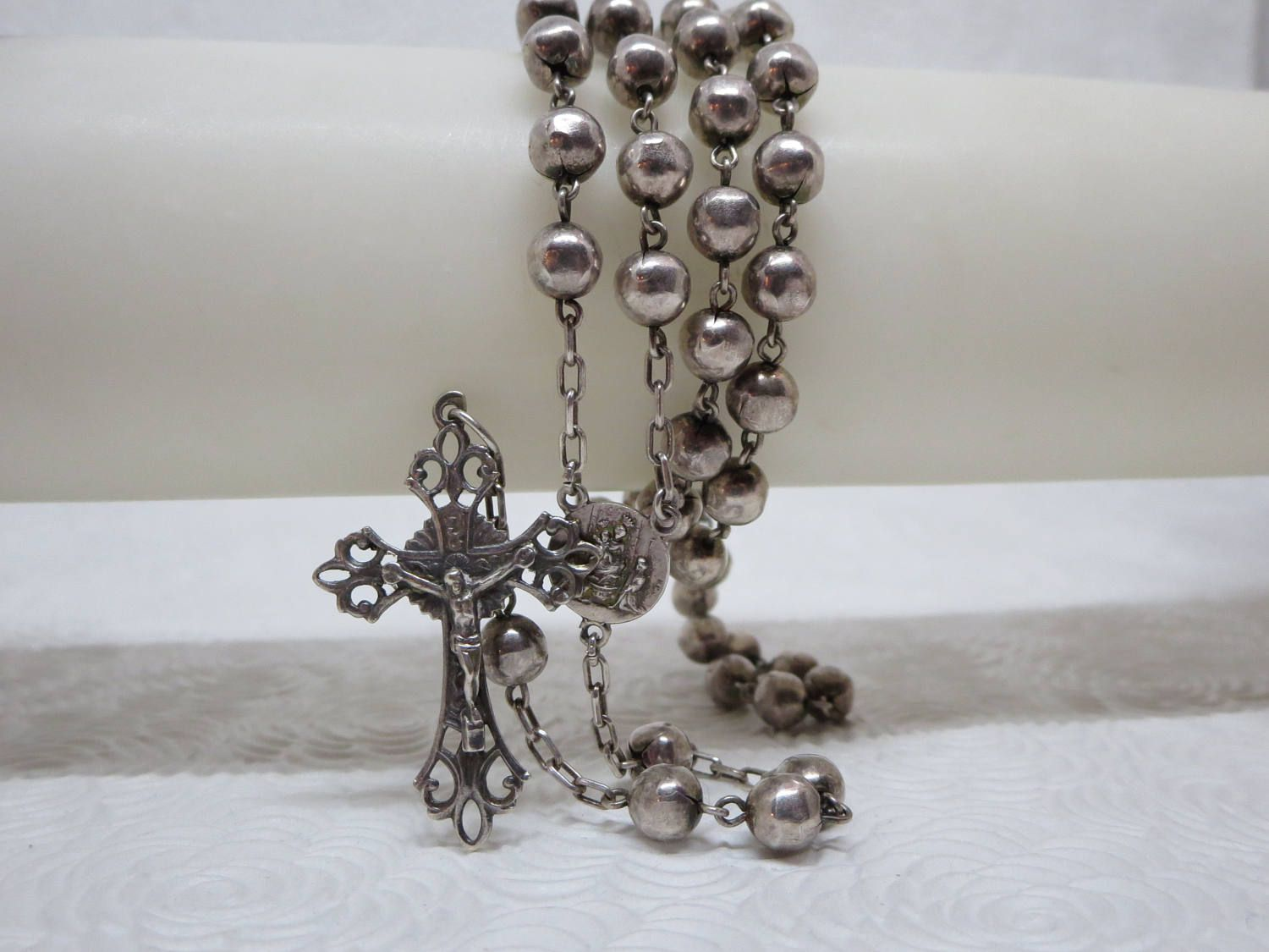 Beautiful roma silver plated rosary it has round silver beads tied