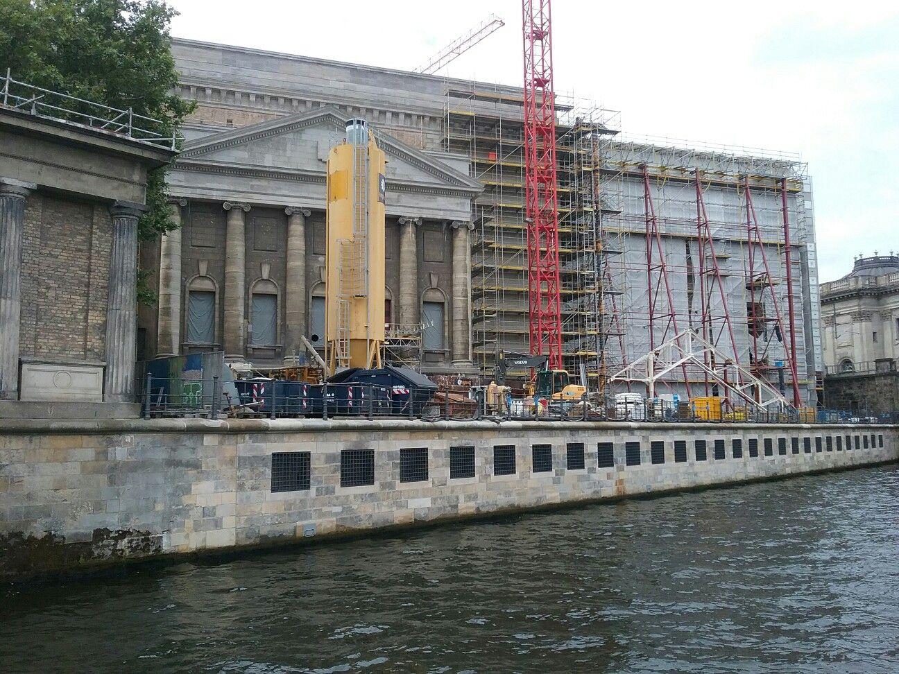 Das Pergamonmuseum Von Der Wasserleitung Aus Gesehen Berlin Wasserleitung