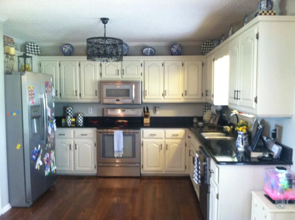 Le Vintage S Kitchen Cabinets Painted With Drop Cloth Chalk Paint No Sanding Or Priming Needed