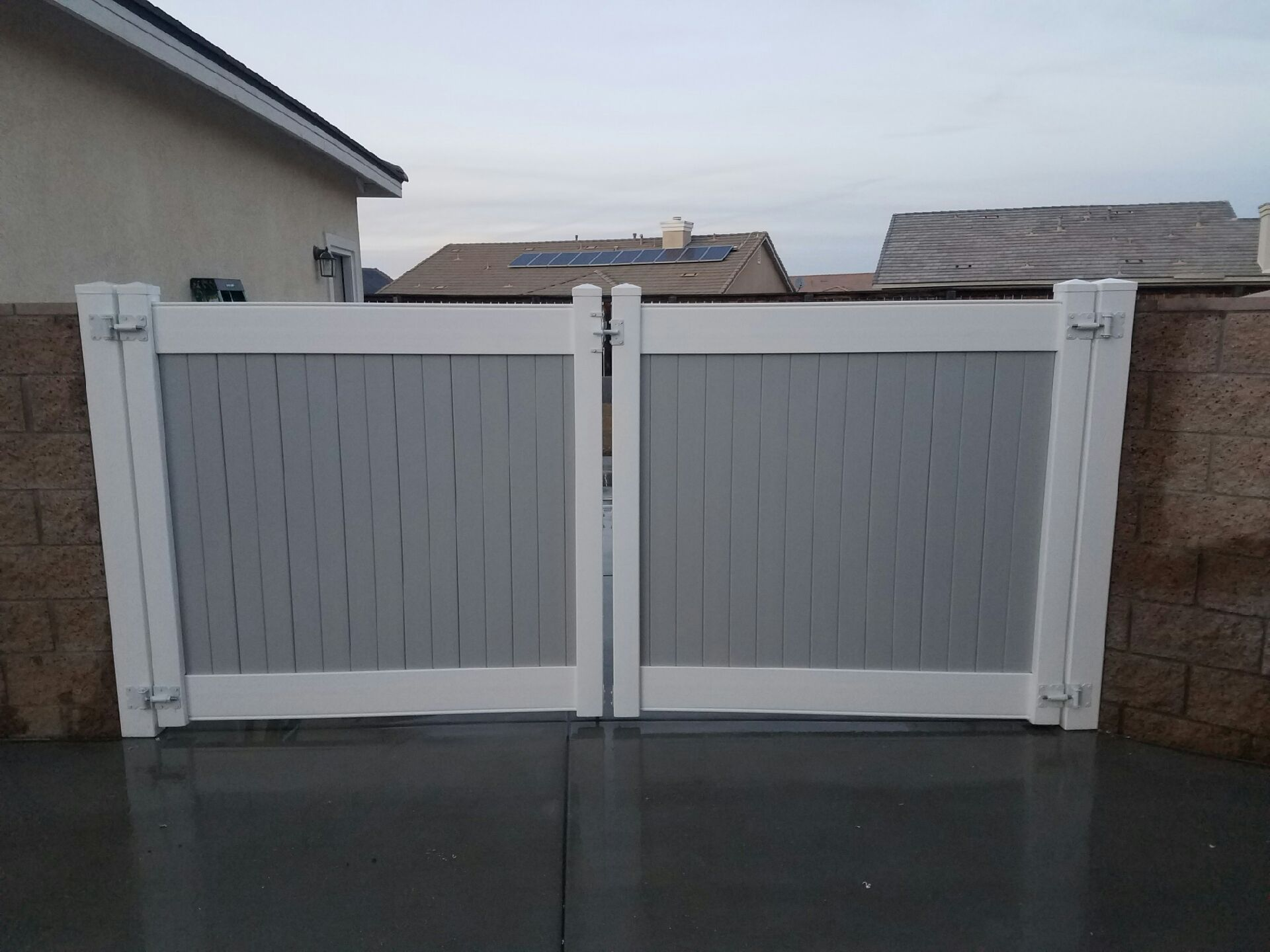 Grey And White Vinyl Rv Gate Installed By 3t Fence Vinyl Gates Are