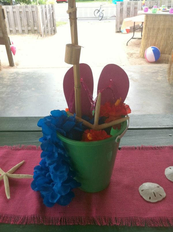 Easy and inexpensive party centerpieces pail sand