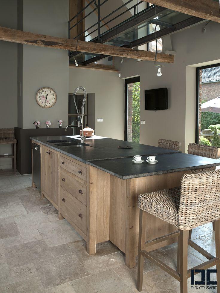 Jolie cuisine plan de travail en granit noir et meuble for Jolie cuisine ouverte