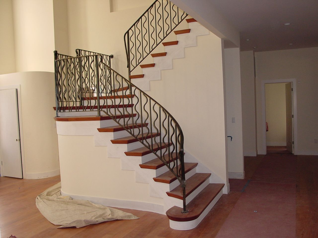 Various Materials For Modern Stair Railings : Modern Stair Railings Decor.