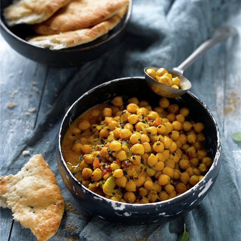 Curry de garbanzos con sésamo negro