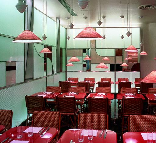 Un restaurant japonais haut en couleur par le studio for Architecture japonaise