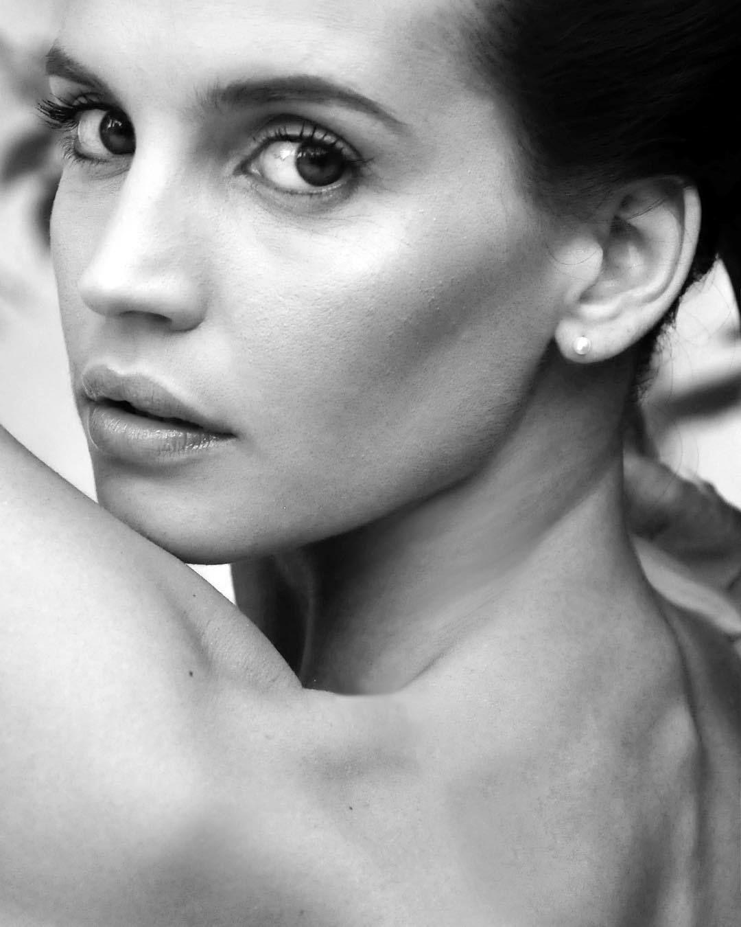 Sabrina Garciarena Nude Photos 15