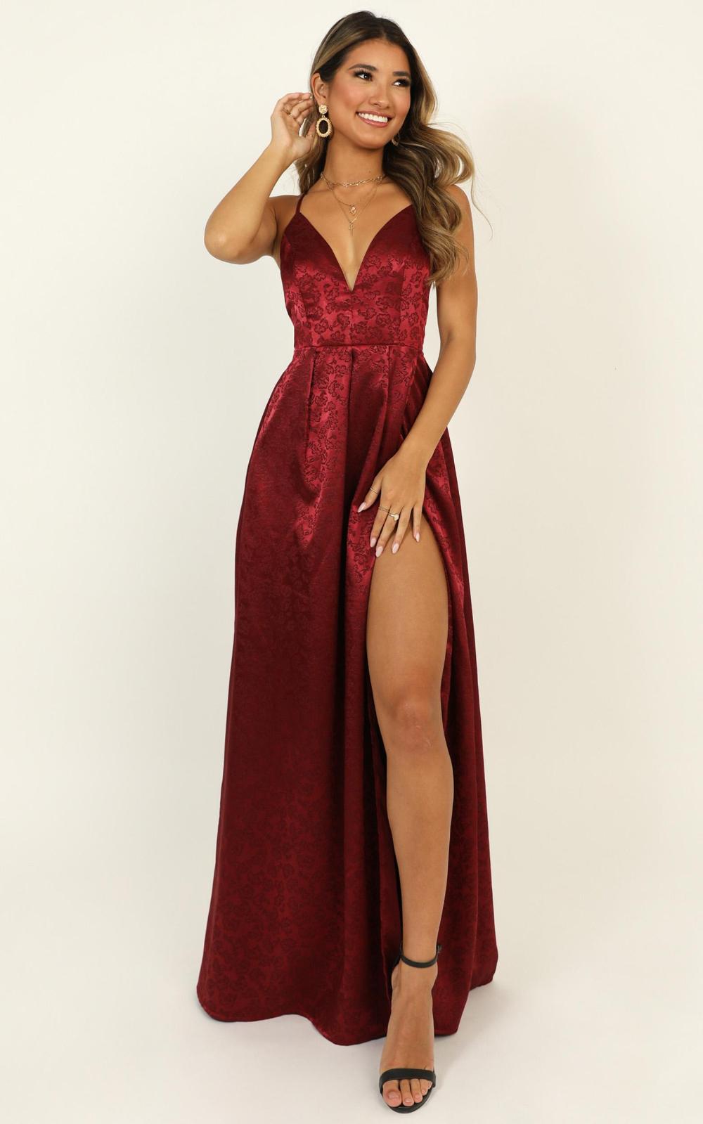 For Keeps Dress In Wine Jacquard Showpo Dresses Beauty Dress Fancy Dresses [ 1599 x 1000 Pixel ]
