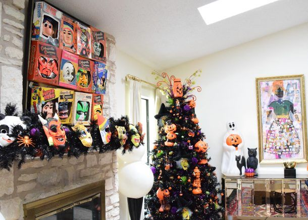 Is Perkins Open On Christmas Day.Halloween Home Tour Day 2 With Jennifer Perkins Halloween