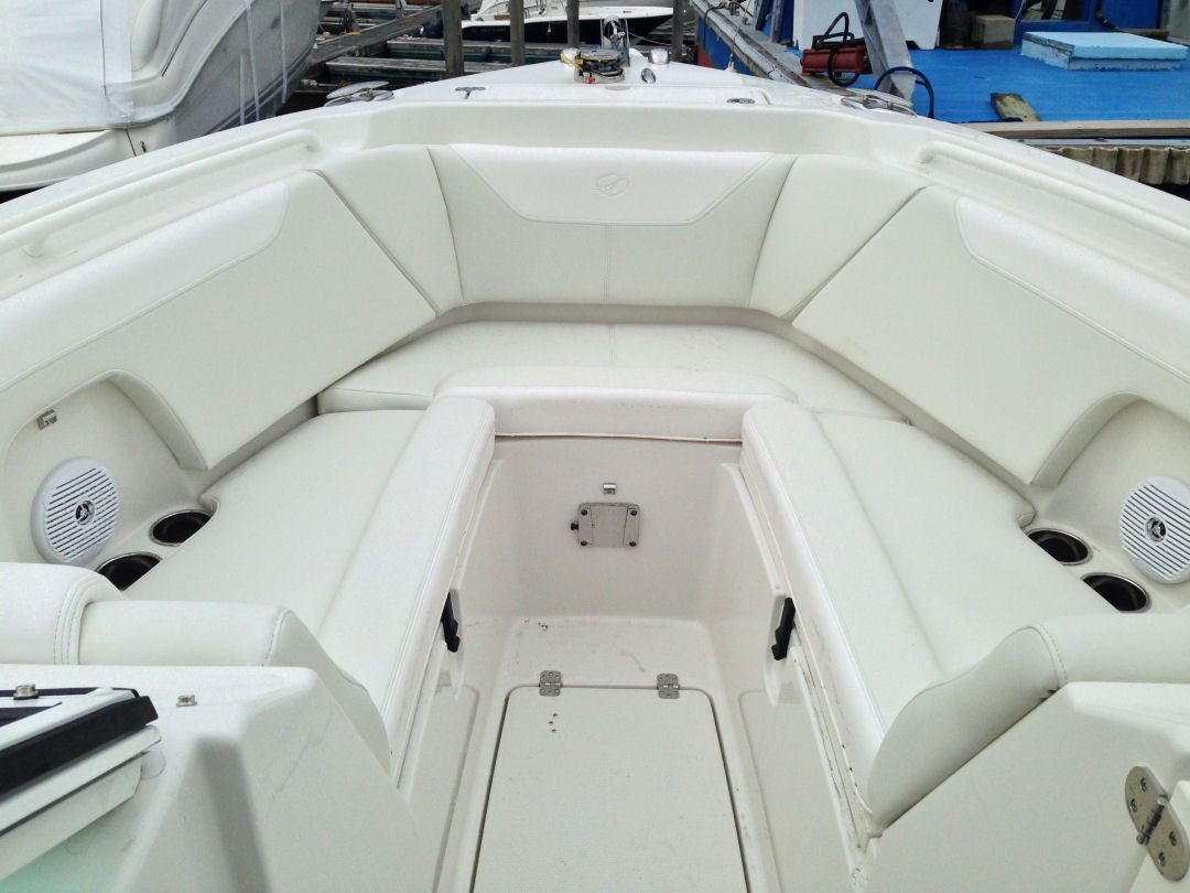 The bow of the Sailfish 275DC has comfortable seats with