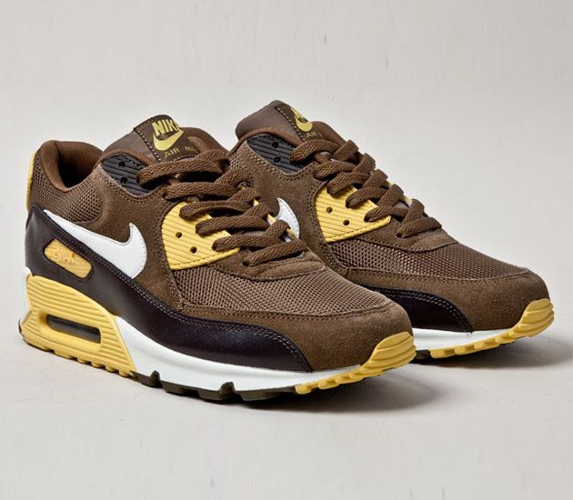 Nike Air Max 90. Get me a brown Polo shirt with the yellow horse and it's a wrap.