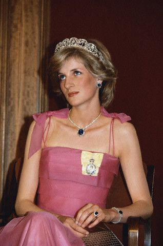 Saudi arabian sapphire and diamond bracelet the royal for Princess diana jewelry box
