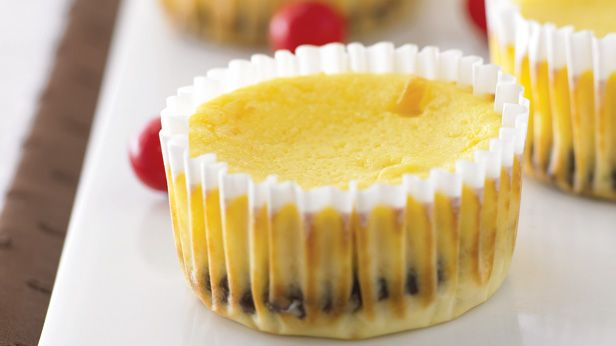 Recipes + shows you how to make these tasty mini jaffa cheesecakes.