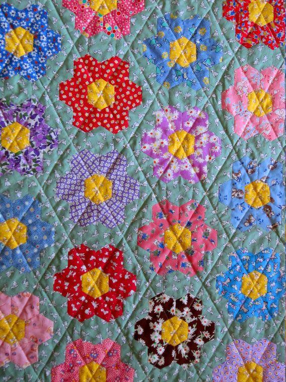 Grandmas Flower Garden Hand Pieced Hexagon Quilt From Quilts Etsy Hexagon Quilt Grandmothers Flower Garden Quilt Flower Garden Quilt