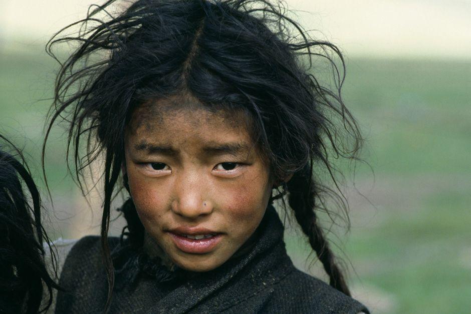 Ein Mädchen in Tewa, 1986 | © Jaroslav Poncar