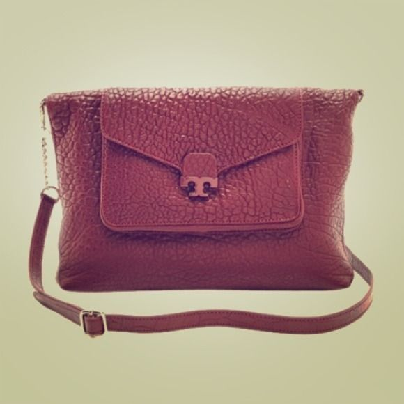 Tory Burch Tote Burgundy Cross Body Bag In Dark Plum This Tory Burch bag is so versatile, it is perfect for this winter season. Details: The statement logo opens up into a flap pocket at front. The bag folds over and has adustable straps to become a shoulder or crossbody bag. Tuck in or remove the longer straps to use as a satchel instead. A flap pocket opens with a logo tab. The logo-lined interior features 3 pockets. Optional, adjustable strap. Additional Measurements: strap drop: 20in…