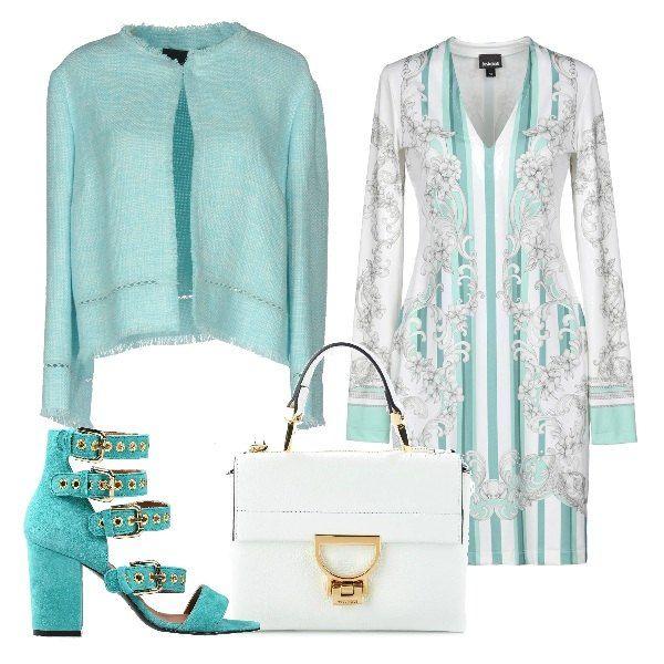 Outfit composto da vestito bianco e verde multifantasia, giacchino verde  acqua, sandali con cinturini
