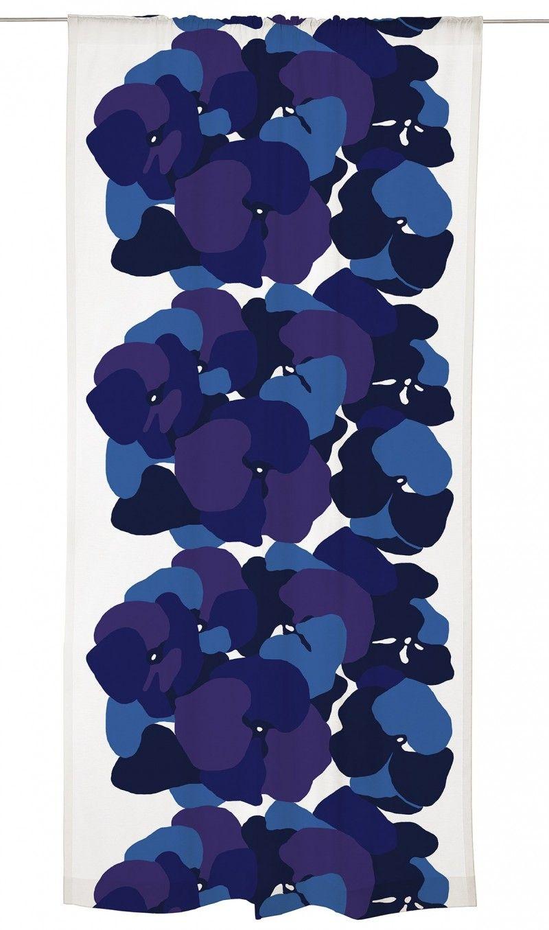 <p><span>Marjatta Metsovaaran Malva on kaunis, selkeä ja vahva kukkakuosi. Malva on saatavilla kahdessa tunnelmaltaan erilaisessa värityksessä: mustan, harmaan ja vaaleanpunaisen yhdistelmänä sekä vangitsevan sinisävyise