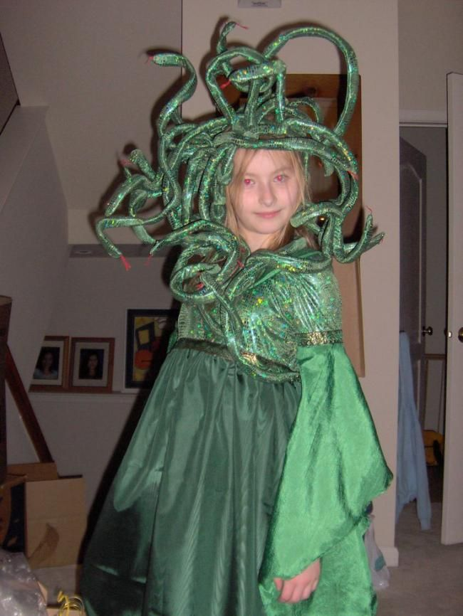 A medusa costume with large green snakes.  sc 1 st  Pinterest & A medusa costume with large green snakes. | Halloween Costumes ...