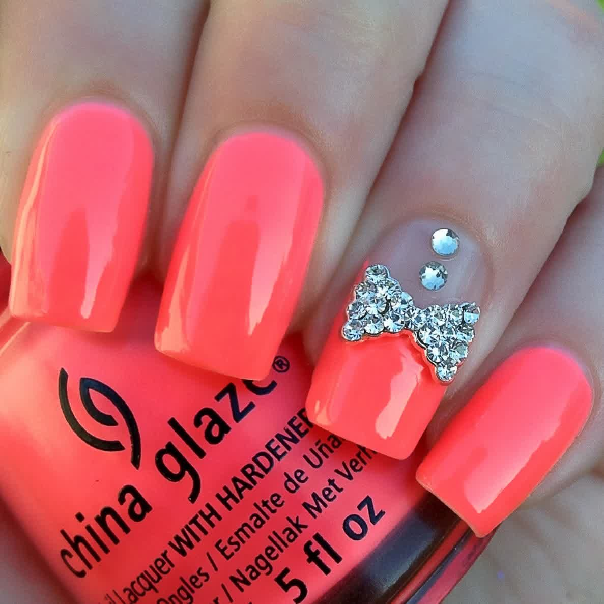 This is a combination of a simple set of solid color nails, with a design  on them. They are cute and not over the top. Something anyone can pull off! - Pretty Nails Nails Pinterest Pretty Nails, Solid Color Nails