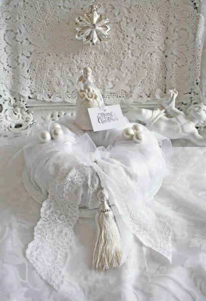 adventskranz glocke weiss shabby chic von ilonetta auf. Black Bedroom Furniture Sets. Home Design Ideas