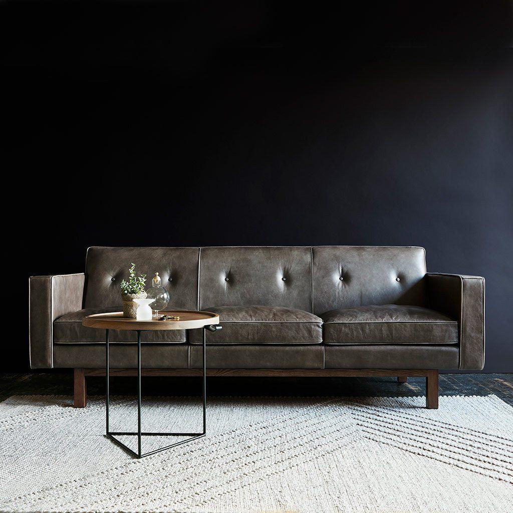 Look Moderne Et Epure Pour Ce Sofa Embassy De Gus Modern Canape Contemporain Mobilier Contemporain Et Mobilier De Salon
