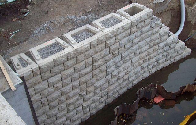 Verti Block Retaining Wall Sends Timbers Down The River Retaining Wall Block Wall Concrete Molds