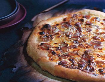 Gorgonzola, Grape and rosemary Pizza Recipe! Hope it's like pies and pints!
