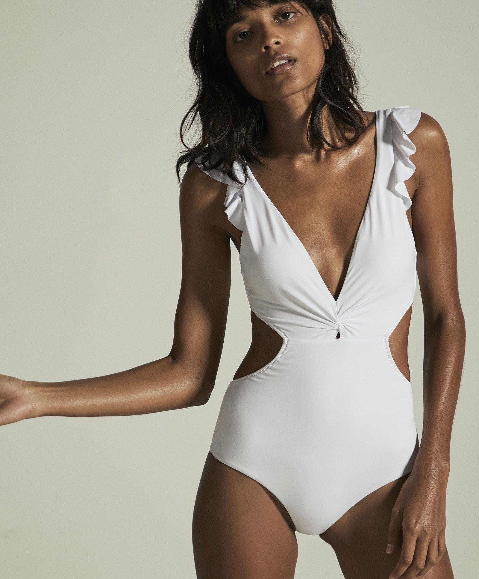 Trikini Volantes Blanco Vistiendo De Playa Alta Moda Ropa De Bano
