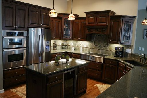 Elegant Amish Kitchen Cabinets For Sale In Texas Expensive Thick Oak Kitchen Cabinets With Glazed Top An Kitchen Cabinets For Sale Oak Kitchen Kitchen Cabinets