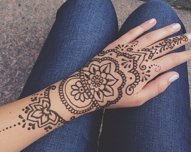 Do A Hena Design Of Your Hand Outline On Paper Students List Each Others Best Qualities On The Back Of It Henna Tattoo Designs Henna Tattoo Henna Designs