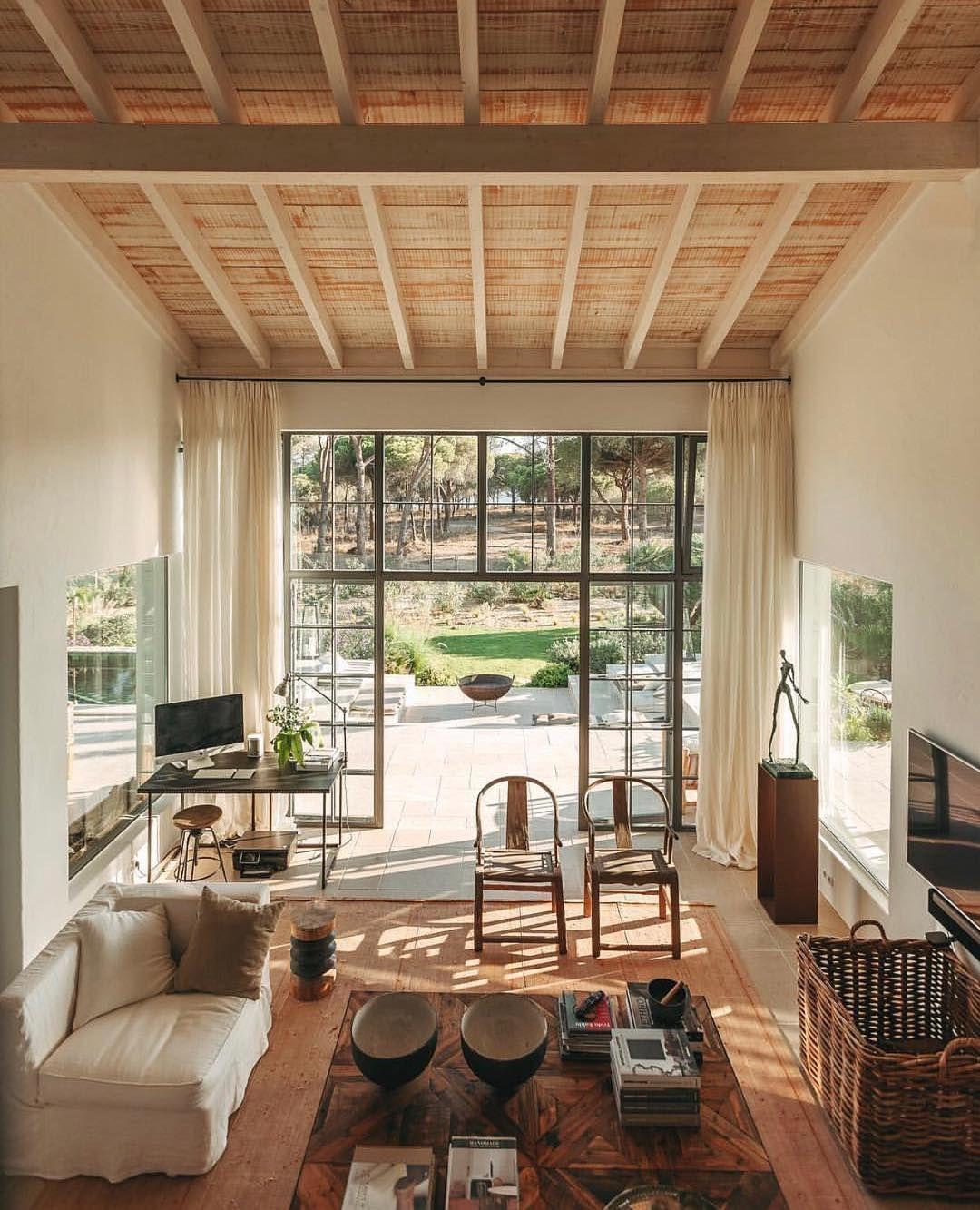 Idée décoration maison salon moderne tendance tons naturels