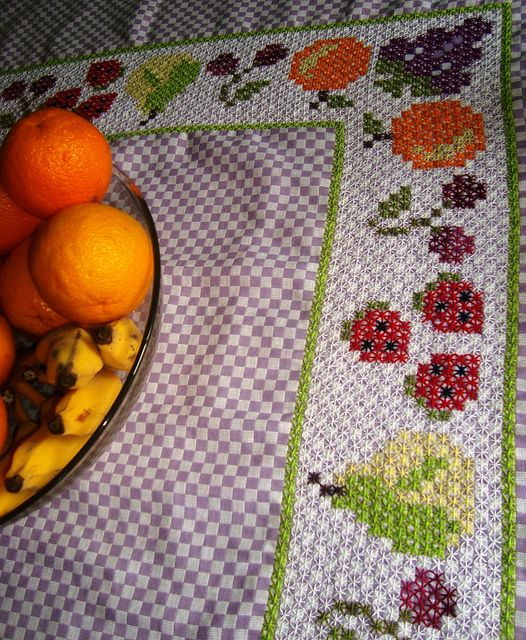 bordado xadrez - frutinhas no xadrez by E l i a n a R e i n a l d o, via Flickr