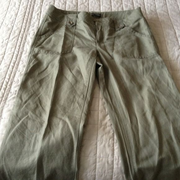 Size 6 green banana republic slacks These have only been worn maybe 2x's Banana Republic Pants