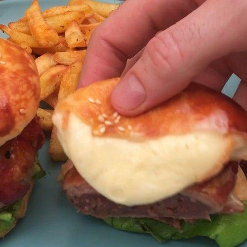 Le burger coulant, la recette en vidéo par Chefclub -