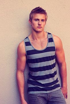 If he hadn't died in the first movie/book. . .I would totally be team Cato.