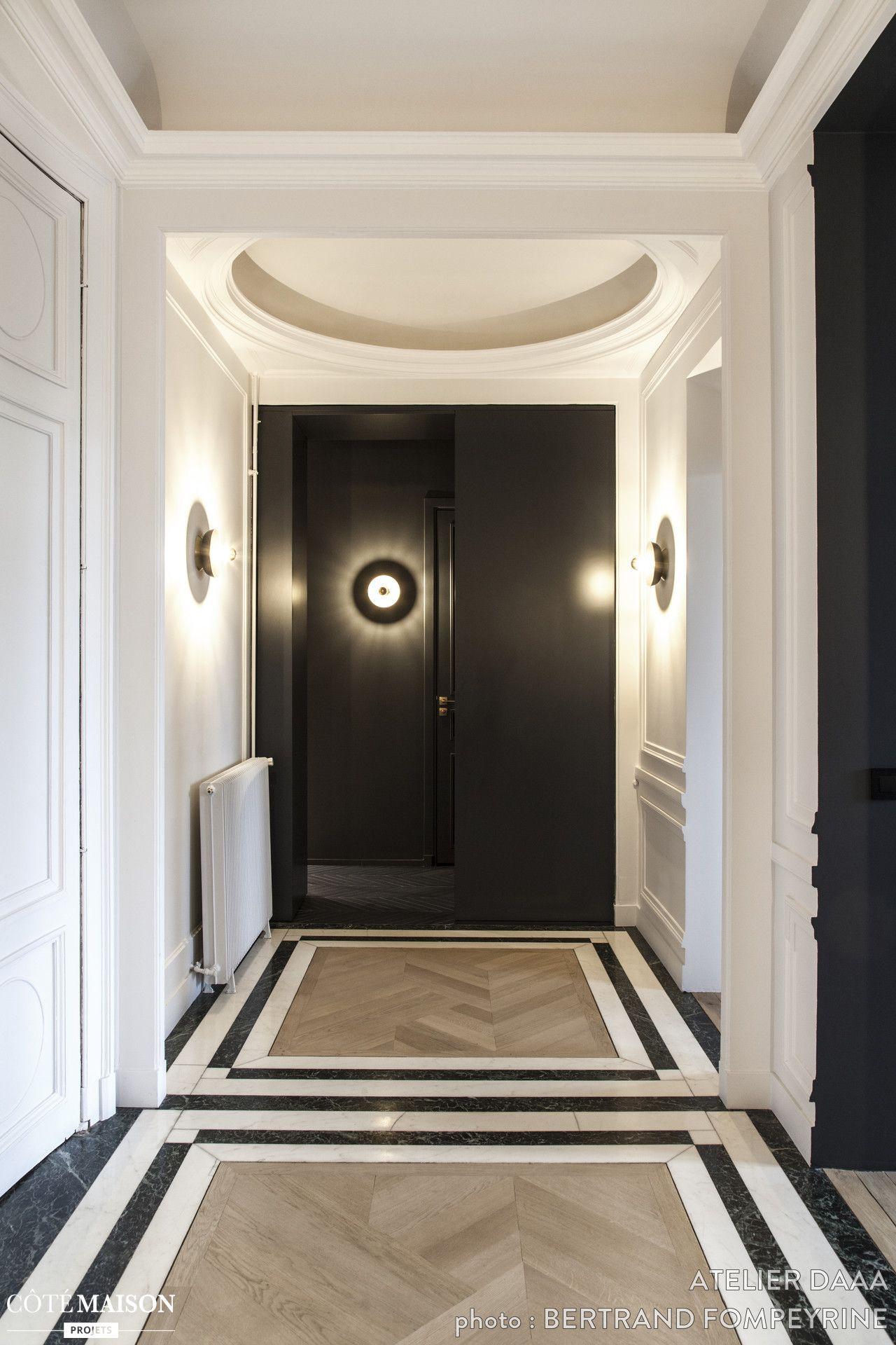 Jeux de formes et de couleurs sur le parquet en bois de ce grand couloir maison de r ve par - Les couleurs d interieur pour maison ...