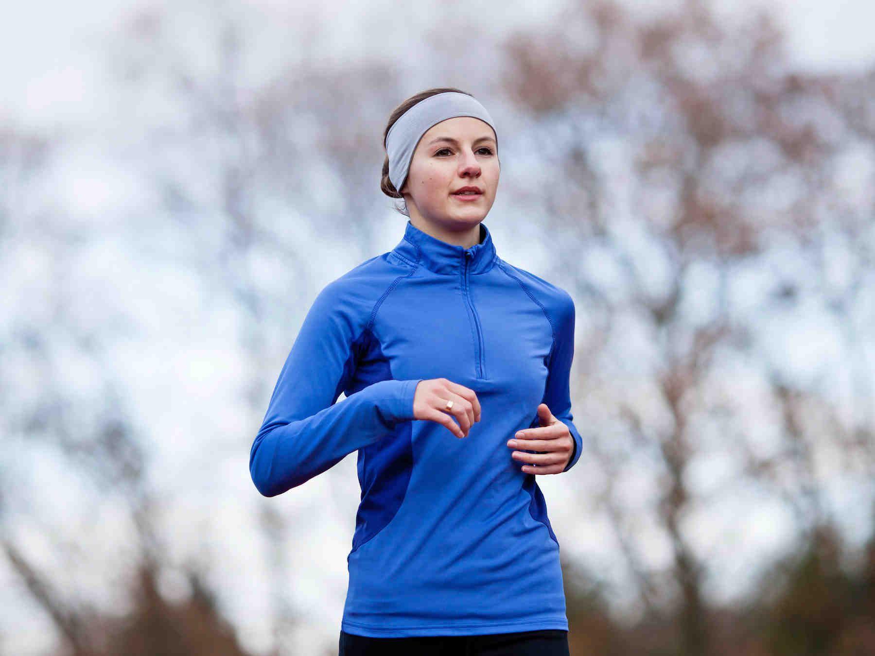 Juoksuharrastus kannattaa aloittaa rauhallisesti. Lenkkeilyn nautinto pysyy yllä oikean juoksuasennon ja -tekniikan avulla. Kumosimme neljä juoksumyyttiä ja...