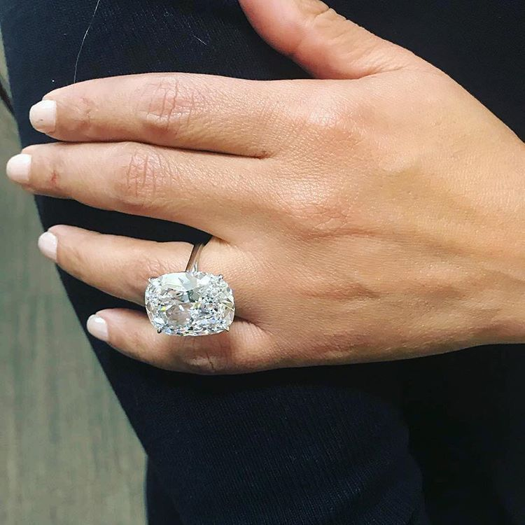 Pin By Selly On L O V E Vintage Floral Engagement Rings Moissanite Bridal Sets Diamond Wedding Bands